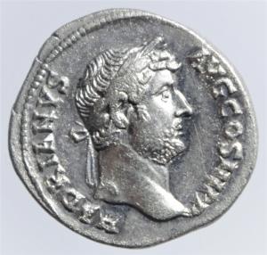 obverse: Impero Romano. Adriano. 117-138 d.C.Denario. Ag. D/ HADRIANVS AVG COS III P P. Testa laureata a destra. R/ NILVS. Il Nilo sdraiato a destra, ai suoi piedi un ippopotamo e in acqua un coccodrillo. RIC 310. Peso gr. 3,49. Diametro mm. 18,50.SPL+. RR....