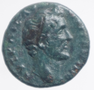 obverse: Impero Romano.Antonino Pio.Phyrgia.Metropolis . D/ Busto verso destra R/Divinit a mani raccolte con colomba .Peso 3,30 gr.Diametro 18,00 mm.BB+.R