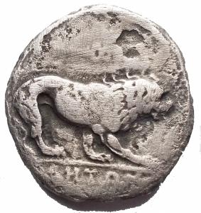 reverse: Mondo Greco -Lucania. Velia.Nomos, 450-400 a.C.D/ Testa di Athena a sinistra, che indossa elmo attico sormontato da grifone.R/ Leone gradiente a destra. Sopra, caduceo. In esergo: YEHTN.Cfr. SNG ANS 1391 var.AG.g 6,1. mm 20,58.MB-qBB