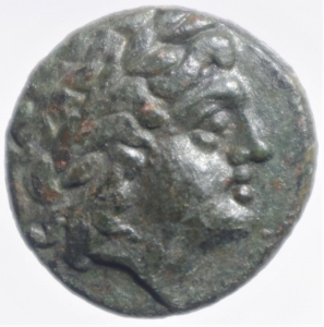 obverse: Mondo Greco.Re di Macedonia. Adaeus 245-240 a.C. AE D\ testa laureata di Apollo a destra R/ AAIOY, Tripode . Lindgren II 1336.Peso 8,80 gr.Diametro 23,00 mm.BB+.RR