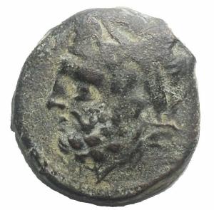 obverse: Mondo Greco - Apulia. Arpi. Ae. Obolo 217-213 a.C. d/ Testa di Zeus verso sinistra r/ Cavallo al galoppo verso sinistra sopra una stella, sotto monogramma di Arpi. Peso 3,82 g. Diametro 15,5 x 16,4 mm. Buon BB+. Patina