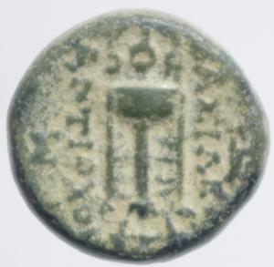 reverse: Mondo Greco. Siria. Seleucidi. Antioco II. 261-246 a.C. Bronzo. Ae. D/ Testa di Apollo verso destra. R/ Tripode sotto ancora. BMC 11-17. Peso 4,90 gr. Diametro 16,61 mm. BB+.Patina Verde