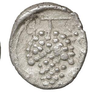reverse: CILICIA. Soloi. Circa 410-375 BC. Obol. 9,4 mm - 0.50 gr. - 1h. O:\ Helmeted head of Athena right. R:\ Grape cluster. SNG BN 187. aXF