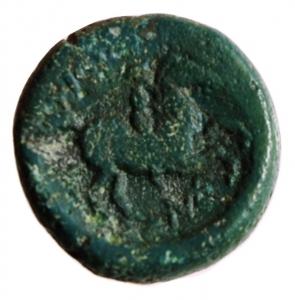 reverse: Mondo Greco. Macedonia. Filippo II. 359-336 a.C. Bronzo. D/ Testa laureata di Apollo verso destra. R/ Il giovane Filippo a cavallo, tra le zampe del cavallo tridente. Peso 7,5 gr. Diametro 18,88 mm. BB.