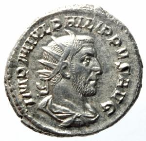 obverse: Impero Romano. Filippo I. 244-249 d.C. Antoniniano. D/ IMP M IVL PHILIPPVS AVG Busto radiato verso destra. R/ AEQVITAS AVGG Aequitas stante verso sinistra con bilancia e cornucopia. RIC.27b. Peso 4,80 gr. Diametro 23,47 mm.qSPL.