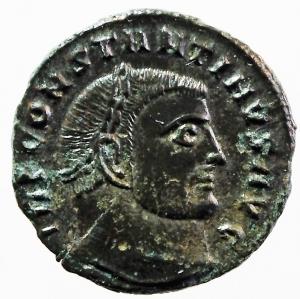obverse: Impero Romano. Costantino I. 306-337 d.C. Follis ridotto. D/ IMP CONSTANTINVS P F AVG Testa laureata verso destra. R/ IOVI CONSERVATORI Giove stante verso sinistra con scettro e clamide, regge una vittoriola che lo incorona, ai suoi piedi un aquila con una corona nel becco, nel campo A. Zecca di SCISCIA SIS. RIC.VII 15. Peso 3,70 gr. Diametro 21,00 mm. SPL. Patina Verde.