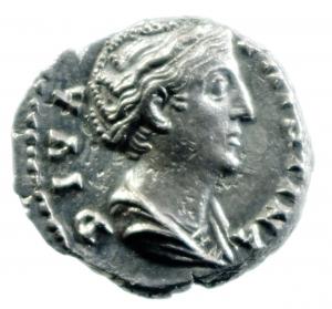 obverse: Impero Romano. Faustina I. Morta nel 141 d.C. Denario .D/ DIVA FAVSTINA Busto verso destra. R\ AVGVSTA Ceres velata a sinistra con torcia. RSC-108b. Peso 3,60 gr. Diametro 17 mm. BB+.