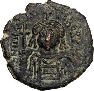 obverse: Maurice Tiberius (582-602).. AE Follis, Cyzicus mint