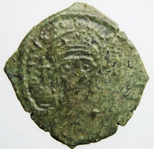 obverse: Bizantini. Giustiniano I. 527-565 d.C. Mezzo Follis. AE. D/ DN IVSTINIANVS PP AVG, Giustiniano. R/ Grande K a sinistra ANNO, sopra Chi-ro, a destra XX. Peso 5,30 gr. Diametro 23,01 mm. BB.