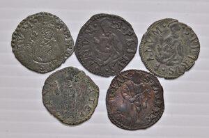 reverse: Fano. Lotto di cinque monete. Pio V (1566-1572). Quattrino MI. Gregorio XIII (1572-1585). Quattrino MI (4). Mediamente buon BB