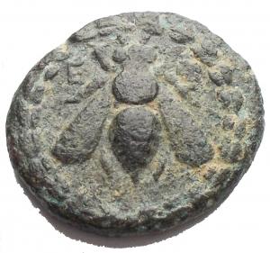 obverse: Varie. Efeso. 280-252 ac. AE. gr 3,72. mm 17,8. d/ Ape in corona r Cervo al pascolo a ds. Sopra faretra. BB+ Patina verde