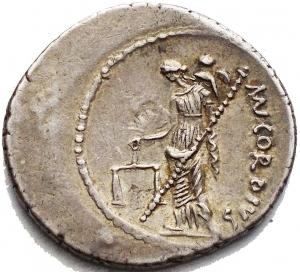 reverse: Mn. Cordius Rufus, Denario, Roma, 46 a.C., AR, (g 4,00, mm 19,7 21,6). Teste accollate dei Dioscuri a d., con pilei laureati; dietro, RVFVS III VIR, Rv. Venere stante verso s., ha Cupido sulla spalla e tiene scettro e bilancia; dietro, MN CORDIVS. Crawford 463/1a; Cordia 2; Sydenham 976. Leggera patina. bb+