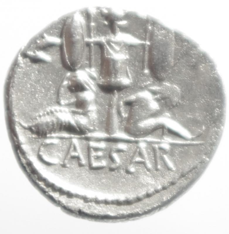 reverse: denario Giulio Cesare
