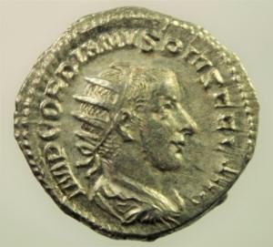 obverse: Impero Romano. Gordiano III. 238-244 d.C. Antoniniano. Ag. D/ IMP GORDIANVS PIVS FEL AVG Testa radiata verso destra. R/ LAETITIA AVG N(oster) la letizia stante verso sinistra con ancora e corona. RIC.86. Peso 4,20 gr. Diametro 22,73 mm. SPL+. Esemplare di Ottima Qualit e Stile.