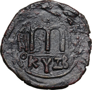 reverse: Phocas, with Leontia (602-610).. AE Follis. Cyzicus mint, 2nd officina. Dated RY 1 (602/3)(?)