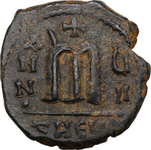 reverse: Phocas, with Leontia (602-610).. AE Follis. Theoupolis (Antioch) mint. Dated RY 7 (608/9)