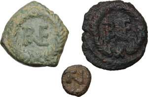 reverse: Ostrogothic Italy. Multiple lot of three (3) AE coins of Ravenna mint, c. mid-6th century AD: AE Decanummium FELIX RAVENNA (2) and AE 2.5 Nummi of Justinian I
