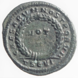 reverse: Impero Romano. Licinio II. 317-323 d.C. Follis. D/ LICINIVS IVN NOB CA Busto laureato verso sinistra. R/ CAESARVM NOSTRORVM VOT V In corona d alloro. Peso 3,05 gr. Diametro 20,49 mm. qSPL.RIC 119. Patina verde Scura.