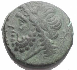 obverse: Mondo Greco - Apulia Arpi (III sec. a.C.) Obolo.D/ Testa di Zeus a sinistra.R/ Cinghiale a destra, sopra punta di freccia. AE. gr 8,9. mm 21,7.SNG ANS 635.BB++/BB. Ottimo ritratto e bella patina verde