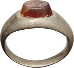 obverse: Silver ring with red carnelian gem engraved with stylized hare.  Roman period, 3nd-4rd century AD.   23 x 22 x 10 mm