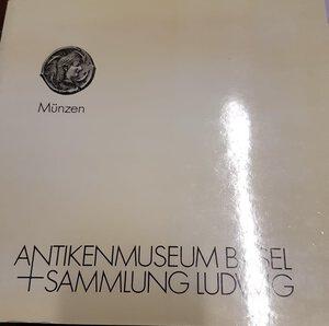 obverse: A.A.V.V. - Antikenmueseum Basel, Sammlung Ludwig. Basel, 1988. pp. 273, tavv. 48, + ill. nel testo. ril. ed. buono stato, importante lavoro.