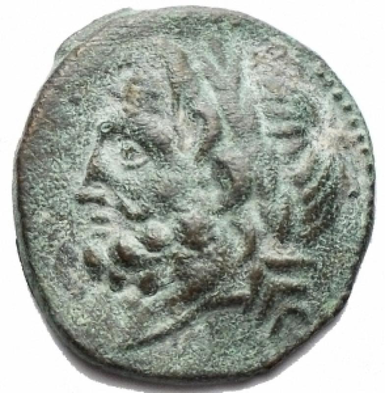 obverse: Mondo Greco - Arpi. Ae. Obolo. 217-213 a.C. d/ Testa di Zeus verso sinistra r/Cavallo al galoppo verso sinistra, sopra una stella, sotto monogramma di Arpi. Peso 3,38 g. Diametro 16,67 x 17,37. BB-SPL/BB++. Bell esemplare, centrato con patina verde marrone