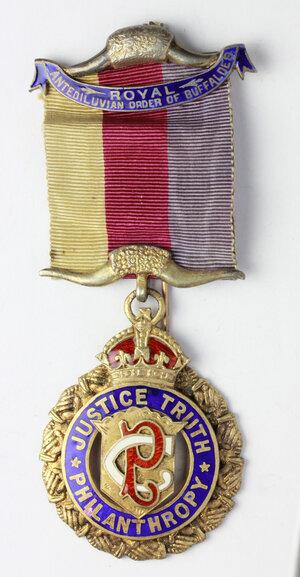 obverse: Massoneria Inglese. Royal Antediluvian Order of Buffaloes. Medaglia con nastrino e fascette con corna di bufalo, assegnata al PRIMO Geo. Haynes dalla Catford Lodge 1956. August 27th 1912