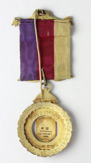 reverse: Massoneria Inglese. Royal Antediluvian Order of Buffaloes. Medaglia con nastrino e fascette con corna di bufalo, assegnata al PRIMO Geo. Haynes dalla Catford Lodge 1956. August 27th 1912