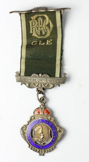 obverse: Massoneria inglese. Royal Antediluvian Order of Baffaloes. Grand Lodge of England.Medaglia con nastrino e fascette assegnata ad Arthur E. Barrell (Initiated 10th Nov. 1929) dalla Cospicua Lodge n° 816