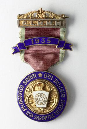 obverse: Massoneria inglese. Grand Lodge of Modern Mixed Masons.Medaglia STEWARD 1931 con nastrino e fascette (una con data 1935) assegnata a James Eden