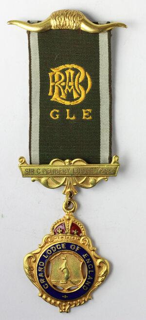 obverse: Massoneria inglese. Royal Antediluvian Order of Baffaloes. Grand Lodge of England.Medaglia con nastrino e fascette (una con corna di bufalo) assegnata a a E. F. C. Carpenter, Initiated il 21/2/1948. dalla Sir C. Pembery Lodge 7286