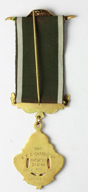 reverse: Massoneria inglese. Royal Antediluvian Order of Baffaloes. Grand Lodge of England.Medaglia con nastrino e fascette (una con corna di bufalo) assegnata a a E. F. C. Carpenter, Initiated il 21/2/1948. dalla Sir C. Pembery Lodge 7286