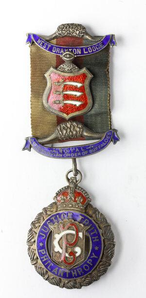 obverse: Massoneria inglese. Antediluvian Order of Buffaloes. West Drayton Lodge.Medaglia con nastrino decorato e con fascette assegnata a Pri. S. A. Rushbrook dalla West Drayton Lodge n°70., il 19 Luglio 1949