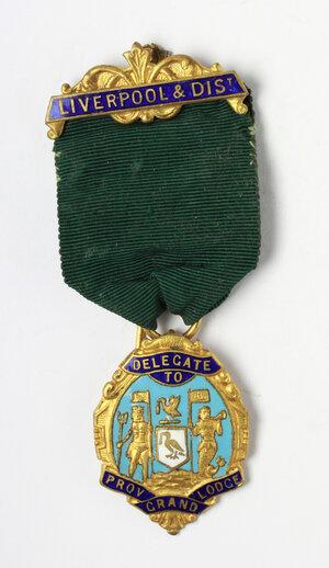 obverse: Massoneria inglese. Medaglia con nastrino e fascetta Liverpool & dist. Delegate to Prov. Grand Lodge