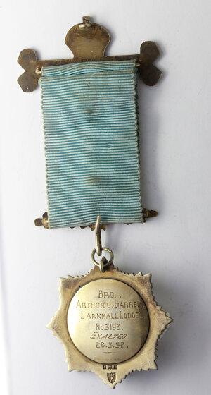 reverse: Massoneria Inglese. Royal Antediluvian Order of Buffaloes. Medaglia con nastrino decorato (su decorazione: 1st. Deg. 8/11/1929. 2nd Deg. 28/10/1932. 3rd Deg. 15/11/1946) e fascetta ROLL OF HONOR assegnata ad Arthur J. Barrel (Exalted 28/3/1952) dalla Larkhall Lodge n° 3193