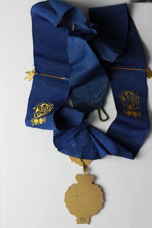 reverse: Massoneria Inglese. Royal Antediluvian Order of Buffaloes. Grand Lodge of England. Collare in seta con fascette PRIMO e decorazione