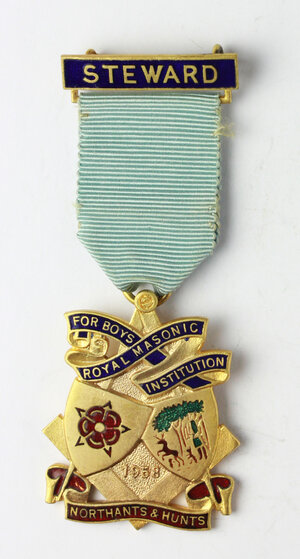 obverse: Massoneria inglese. Royal Masonic Institution for Boys (Northamptonshire & Huntingdonshire). Medaglia 1958 con nastrino e fascetta STEWARD