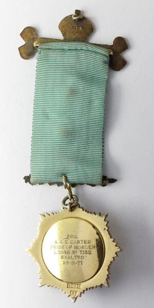reverse: Massoneria Inglese. Royal Antediluvian Order of Buffaloes. Medaglia con nastrino decorato (su decorazione: 1st. Deg. 23/9/1947. 2nd Deg. 13/9/1949. 3rd Deg. 23/8/1966) e fascetta ROLL OF HONOR ad A. G. E. Carter (Exalted 26/11/1971). Pride of Morden Lodge n° 7132