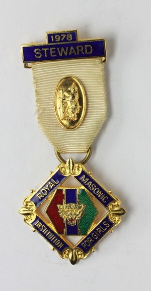 obverse: Massoneria inglese. Royal Masonic Institution for Girls. Medaglia con nastrino decorato con fascetta STEWARD 1978