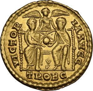 reverse: Valentinian I (364-375).AV Solidus, Treveri mint, 374-375 AD