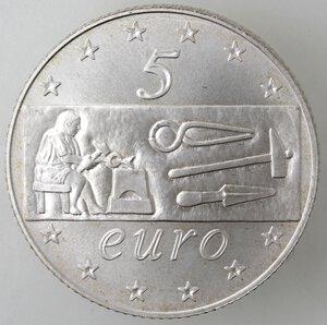 reverse: Repubblica Italiana.5 Euro 2003. Italia al lavoro. Ag.