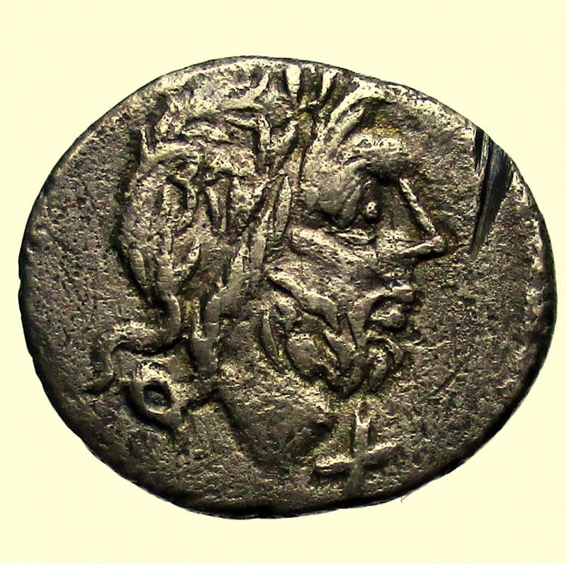 obverse: Repubblica Romana. Gens Cloulia. Titus Cloulius. 38 a.C. Quinario.