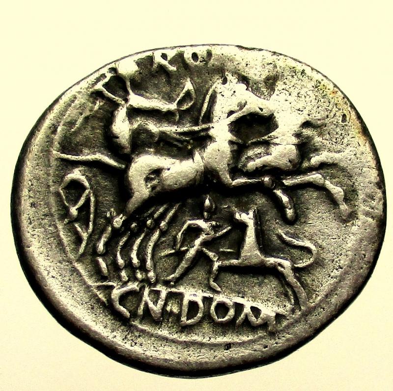 reverse:  Repubblica Romana. Gens Domitia. Cn Domitianus Ahenobarbus. 128 a.C. Denario.
