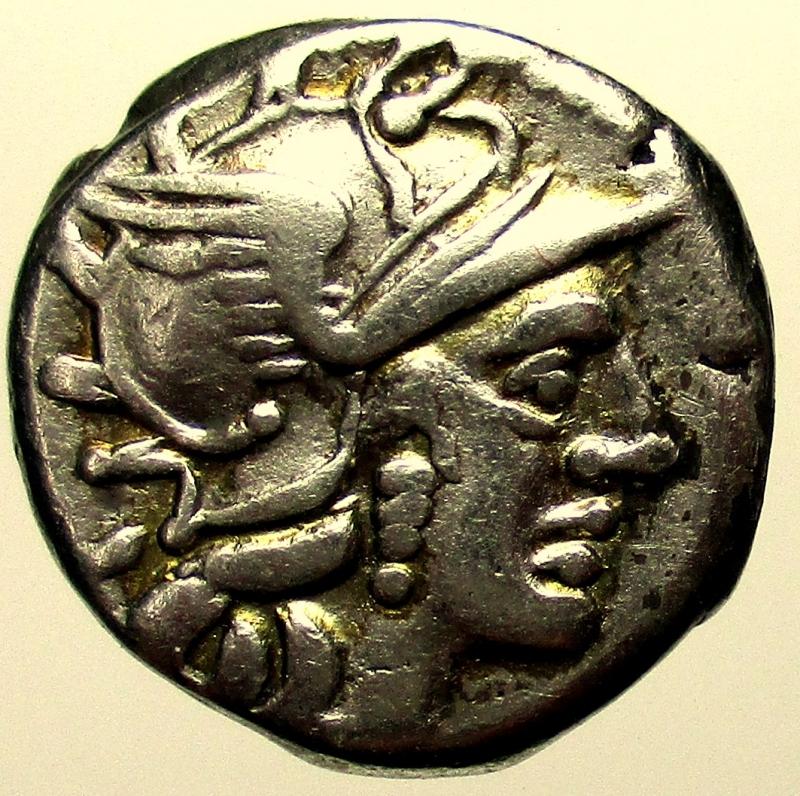 obverse: Repubblica Romana. Gens Renia. Caius Renius. 138 a.C. Denario.