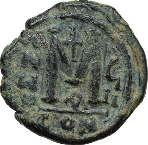 reverse: Justin II and Sophia (565-578).. AE Follis. Constantinople mint. Dated RY 8 (572/3)