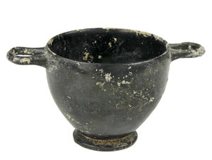 obverse: Campanian Blackware Skyphos.  With pedestal foot, loop handles to the rim.  4th-3rd century BC.  Height 7.5 cm  Intact