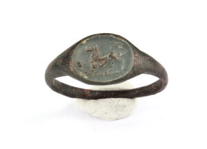 obverse: Bronze ring, the bezel with glass paste depicting a lion.  Roman, 1st-3rd century AD.  20 x 20 mm
