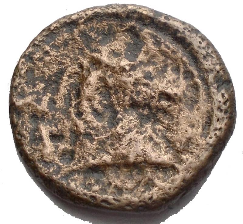 reverse: Repubblica Romana - Monetazione Anonima.(Circa 241-235 a.C). Litra.D/ Testa elmata di Marte a destra. R/ Protome di cavallo a destra, dietro falcetto, sotto ROMA. AE. g 2,46. mm 16,8. Crawford 25/3. qBB/MB+