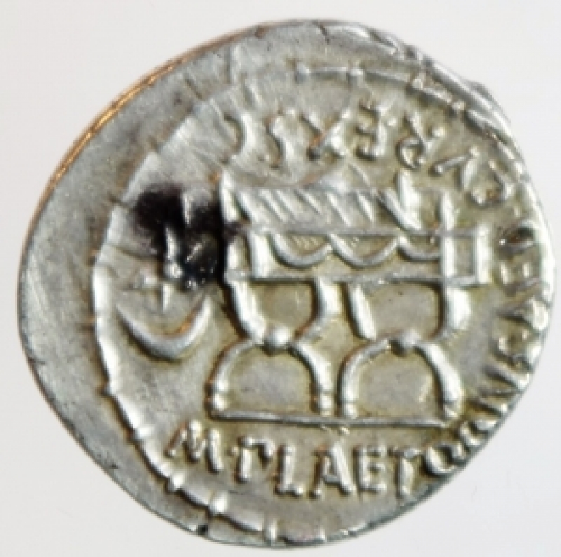 reverse: Repubblica Romana. Gens Plaetoria. Marcus Plaetorius Cestianus. 67 a.C. Denario. Ag. D/ CESTIANVS Testa di Cibele verso destra, davanti un globo, dietro un muso di leone. R/ M PLAETORIVS AED CVR EX SC (Marcus Plaetorius, aedilis curulis, ex senatus consulto) sedie curuli, nel campo un simbolo. Cr.409/2. Peso 3,92 gr. Diametro 21,00 mm. Decentrata altrimenti. SPL+. Patina. NC.