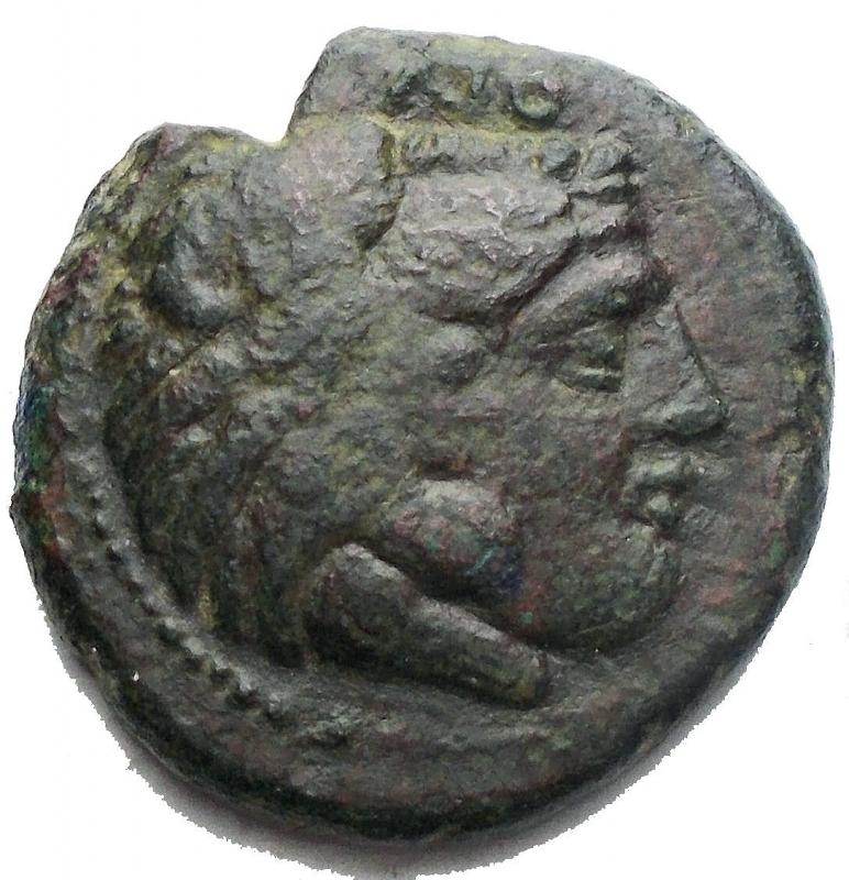 obverse: Mondo Greco -Bruttium, Crotone.AE 19,2 mm. ca 350 aC.D/ Testa di Eracle a destra.R/ Aquila a destra che ghermisce un serpente.gr. 6,7.BB. Patina verde